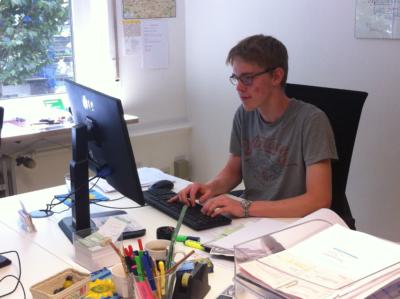 Im Heilbronner Büro erledigte Henri Schreibtischarbeit.