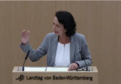 Premiere: Susanne sprach in der Aktuellen Debatte zur Wohnbaupolitik