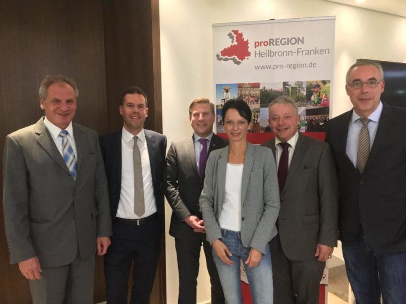 Das Podium bei ProRegion (v.l.n.r.): Reinhold Gall (SPD), Michael Schwarz (Moderation), Nico Weinmann (FDP), Susanne Bay (Grüne), Arnulf von Eyb (CDU), Bernhard Lasotta (CDU)